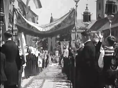 """Kommentar zum Fronleichnamsfilm """"Blumenteppich 1931"""" von Zahnarzt Ernst Kramer und zum """"Hüfinger Herrgottstag"""""""